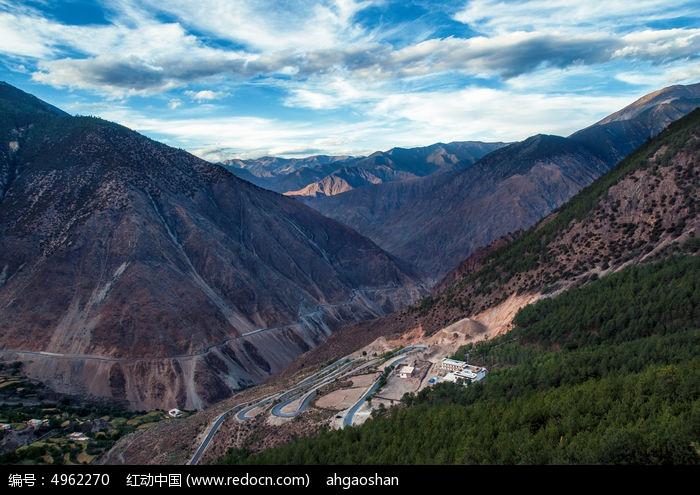 中国 盘山/西藏 盘山公路 蜿蜒曲折户外高原天空风景旅行旅游环境白昼...