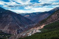 中国西部高原盘山公路