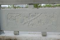 葡萄树桥体石刻浮雕