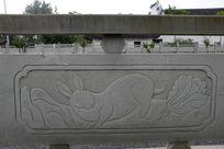兔子与白菜桥体石刻浮雕