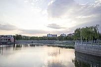 夕阳时刻的湖面