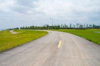 草原上宽广的公路