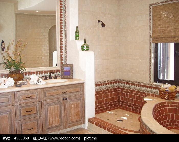 仿古装修的浴室