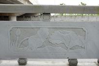 荷塘的荷叶桥体石刻浮雕