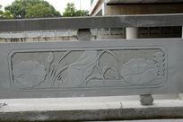 荷叶摇曳桥体石刻浮雕