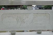 荷叶与花骨朵桥体石刻浮雕