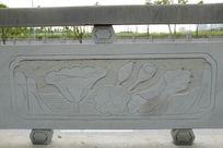 荷叶与莲藕桥体石刻浮雕