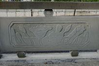 荷叶与莲蓬桥体石刻浮雕