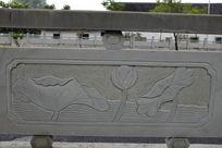 几片荷叶桥体石刻浮雕