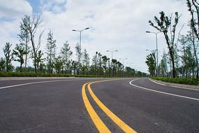 弯曲的公路