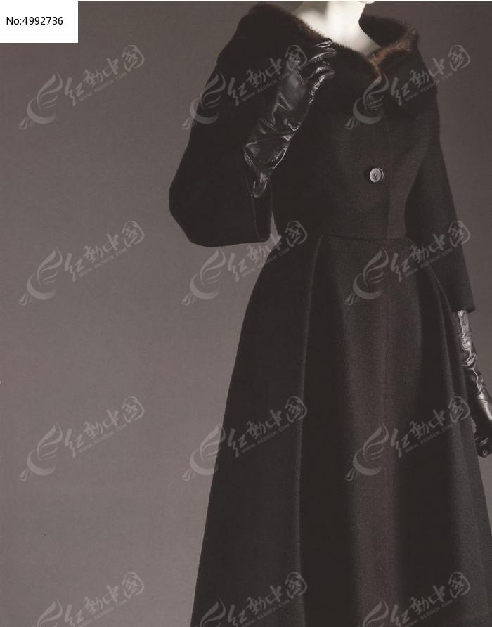 黑色连衣裙模特展示图片