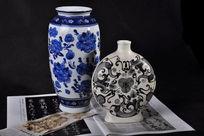 棚拍两个青花花瓶