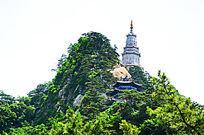 千山大佛寺风景区的弥勒宝塔与弥勒宝殿