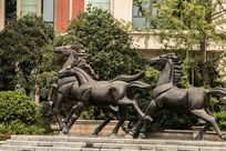 石刻奔马雕像