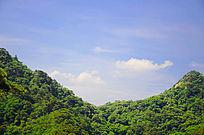 在千山大佛寺风景区观山峰间的白云