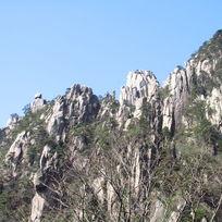 白的壮观的奇峰