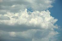 层叠的云朵