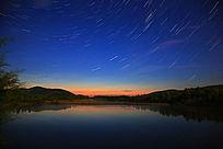 湖泊星空星轨