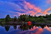 森林湖彩云