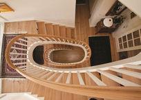 实木旋转楼梯俯瞰图片