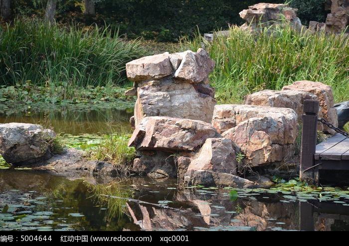 园林石头池塘手绘效果图