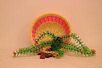 编织水果篮中的仿真水草和雨花石