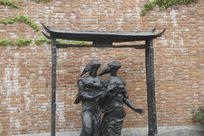 雕塑两个人