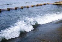 西湖湍急的水流