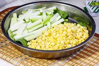 玉米粒拼胜瓜火锅料