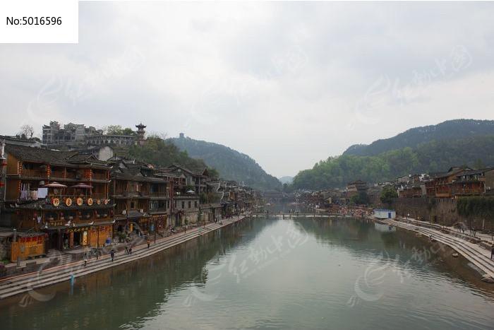 凤凰古城沱江吊脚楼风光景色图片