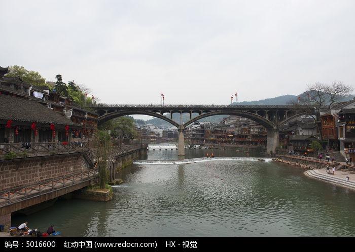 凤凰古城沱江虹桥景色图片