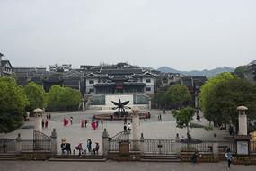 凤凰古城中心广场凤凰雕塑