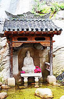 千山龙泉寺的水上观音正身石像