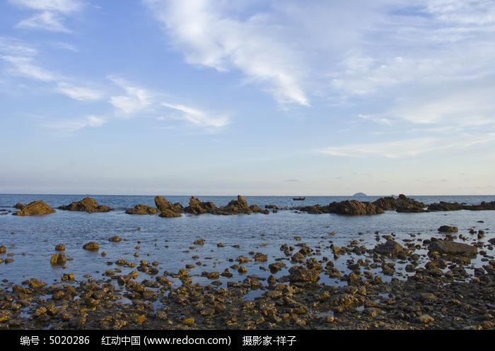 原创摄影图 自然风景 海洋沙滩 海边石头风景  请您分享: 素材描述:红