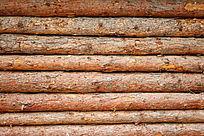 松木原木墙壁