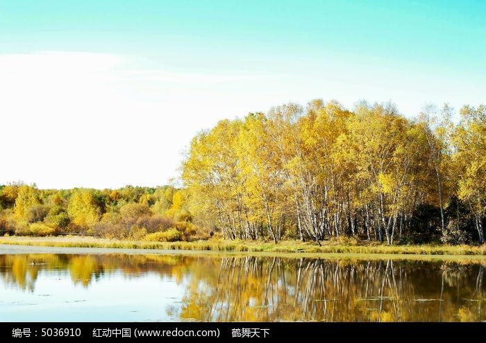 太阳湖中的倒影图片