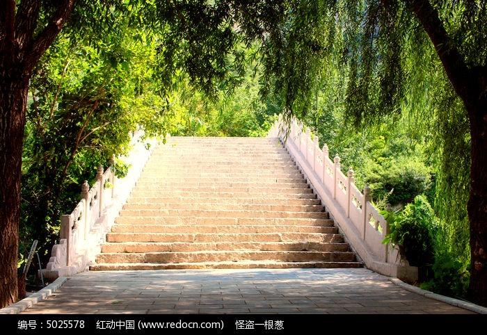 野三坡景区的石头台阶图片