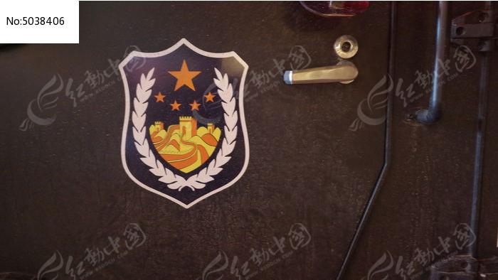 夜晚特警汽车上的标志