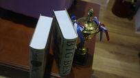 知识书本与奖杯