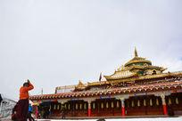 寺庙祈祷的人