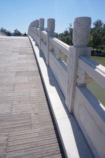 汉白玉石桥