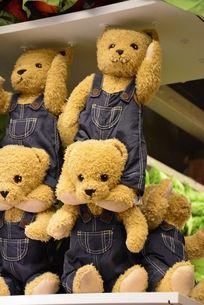 小熊布偶玩具