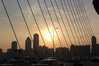 夕阳西下,桥上别样的风景