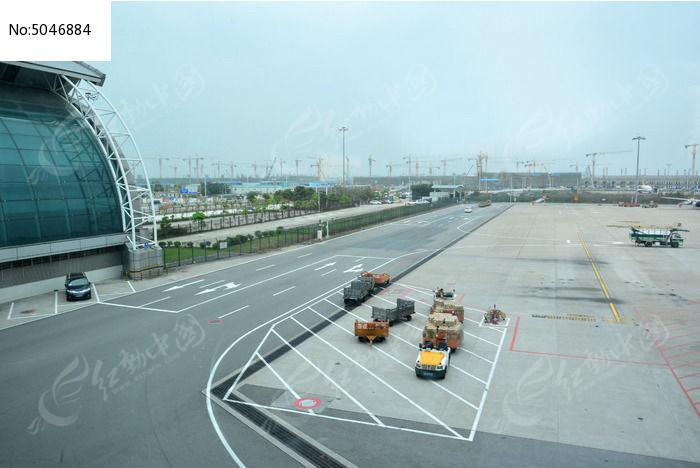 机场飞机跑道图片