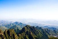 绵延的太行山脉