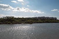 水边的农村集中民居