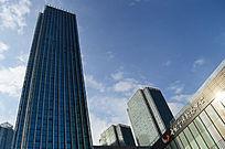 蓝天下的贵阳世纪金源购物中心高楼