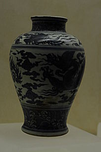 龙云小口瓷瓶