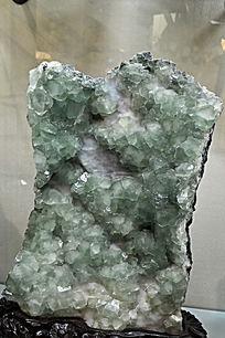 绿色颗粒水晶