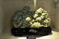 浅绿色的葡萄石